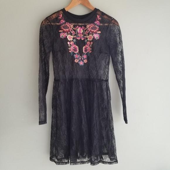 Topshop Dresses & Skirts - Topshop black lace embroidered dress
